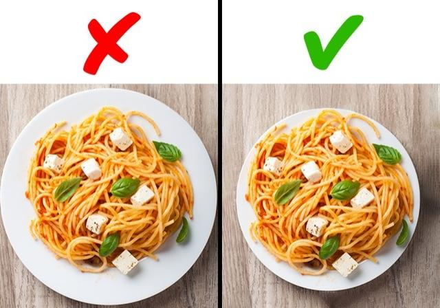 Use smaller plates for unhealthy food to lose weight